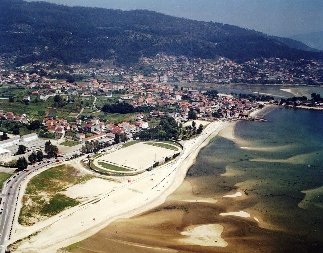 Vista aerea de la playa de A Xunqueira en el barrio de Meira. Moaña. Venalmorrazo.com